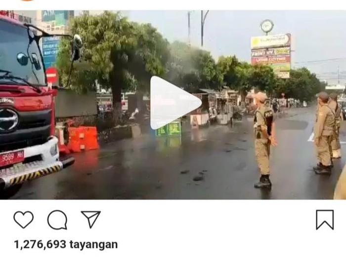 Viral video pembubaran lapak PKL di sekitar Alun-alun Purwokerto, Banyumas, dengan menyemprotkan cairan disinfektan.
