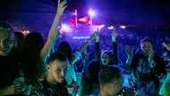 Asiknya Warga Albania Nonton Konser Pantai Kala Pandemi