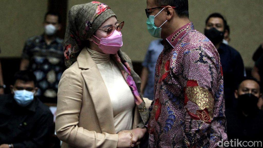 Jalani Sidang Lanjutan, Edhy Prabowo Didampingi Istri