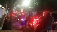 Gegara Galian Manhole, Jl Tendean-Wolter Monginsidi Macet Malam Ini