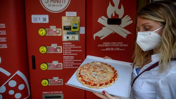 ROME, ITALY - JUNE 07: A general view shows the first Mr. Go Pizza vending machine, on June 7, 2021 in Rome, Italy. Mr. Go Pizza is the first automatic pizza vending machine, open 24/7, which is capable of kneading, seasoning and cooking the pizza in three minutes. (Photo by Antonio Masiello/Getty Images)