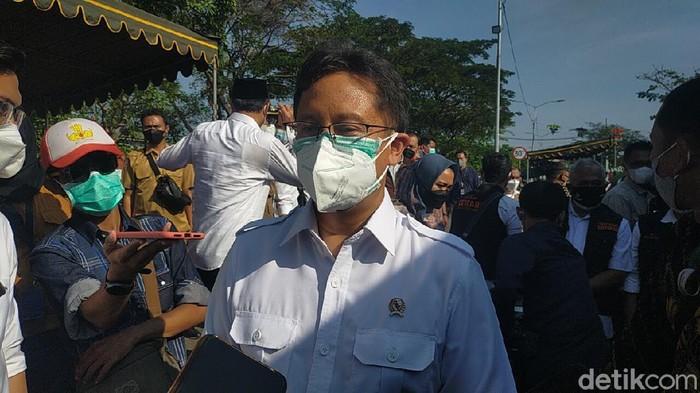 Menteri Kesehatan (Menkes) Budi Gunadi Sadikin mengunjungi lokasi tes swab antigen di Suramadu sisi Surabaya. Menurutnya, kekompakan Gubernur Jatim, Bupati Bangkalan dan Wali Kota Surabaya bisa mengatasi lonjakan kasus di Bangkalan