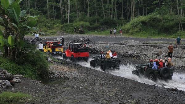 Terletak di lereng Merapi, desa wisata ini juga menghadirkan berbagai macam atraksi.