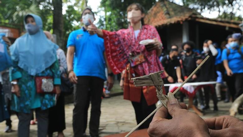 Menteri Pariwisata dan Ekonomi Kreatif Sandiaga Uno mengunjungi Desa Wisata Pentingsari, Sleman, Yogyakarta. Sandiaga Uno sempat menjajal offroad.