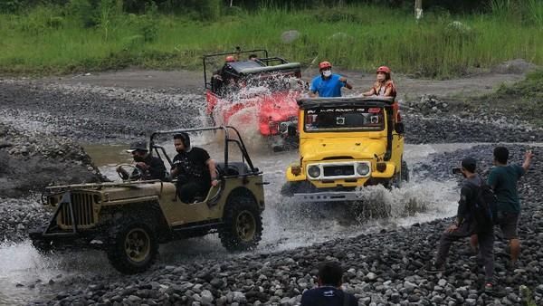 Menteri Pariwisata dan Ekonomi Kreatif Sandiaga Uno menjajal offroad di desa wisata Pentingsari, Sleman, Yogyakarta, Sabtu (5/6/2021) lalu.