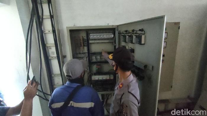 Panel kelistrikan di rumah pompa underpass Bandara YIA Kulon Progo yang raib digondol maling