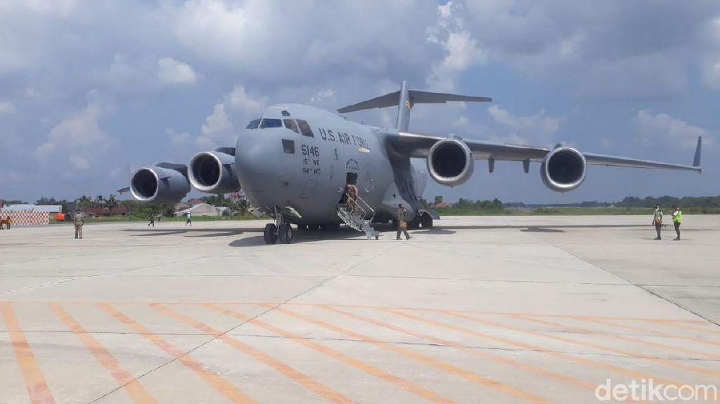 Penampakan Pesawat Jumbo Militer AS Mendarat di Pekanbaru