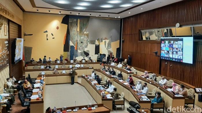 Rapat Komisi II DPR