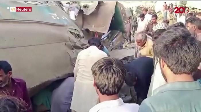 Tabrakan 2 kereta di Pakistan