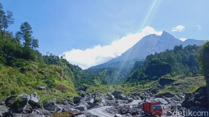 Tebing Kali Talang dilihat dari alur Sungai Woro, Desa Balerante, Kecamatan Kemalang