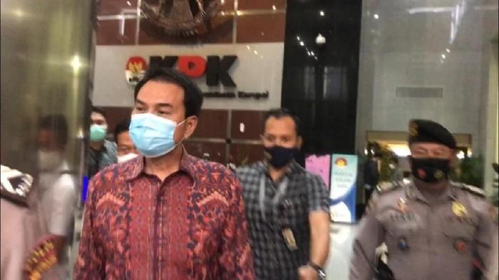 Azis Syamsuddin usai diperiksa KPK terkait kasus suap yang melibatkan penyidik KPK AKP Robin dan Walkot Tanjungbalai M Syahrial