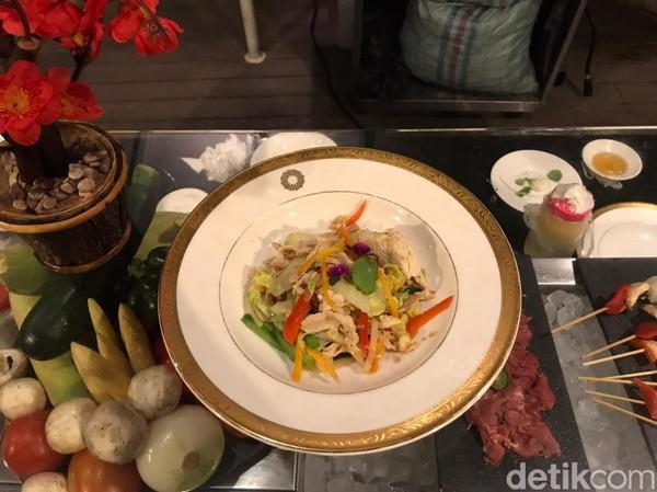 Pengunjung atau wisatawan yang datang sudah dapat menikmati sajian all you can eat diThe Restaurant ini dengan harga Rp 298 ribu untuk dewasa dan Rp 185 ribu untuk anak-anak.