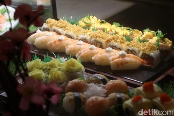 Masyarakatyang ingin merasakan suasana makan bersama keluarga dengan tetap aman dan nyaman dengan tetap menerapkan protokol kesehatan bisa datang keThe Restaurant yang berada di kawasan The Trans Luxury Hotel Bandung.