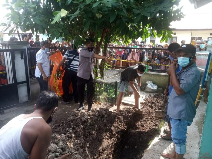 Jasad seorang wanita ditemukan tewas dalam septic tank (Dok Istimewa)