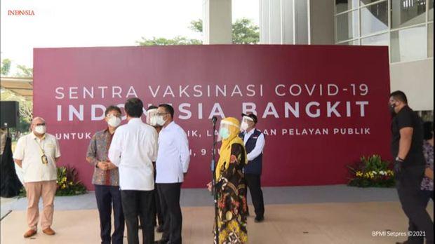 Jokowi tinjau vaksinasi COVID-19 massal di RSUI Depok bareng Menkes hingga RK (Foto: YouTube Setpres)
