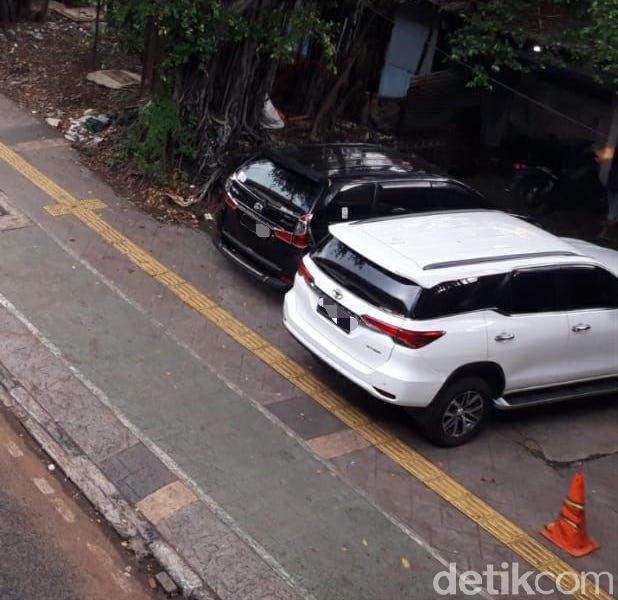 Kondisi trotoar di dekat Halte Kayu Putih, Rawasari, Jakarta Pusat, 9 Juni 2021. (Rakha Ariyanto Darmawan/detikcom)