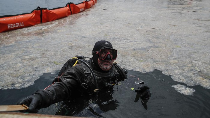 Experts work to clear a mass of marine mucilage, a thick, slimy substance made up of compounds released by marine organisms, from Turkey's Marmara Sea at the Caddebostan shore, in Asian side of Istanbul, Tuesday, June 8, 2021. Mayoral workers and experts started to clean the Marmara Sea from an outbreak of