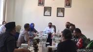 Buntu Soal Jam Malam, Paguyuban Warkop Surabaya Ancam Berjualan di Balai Kota
