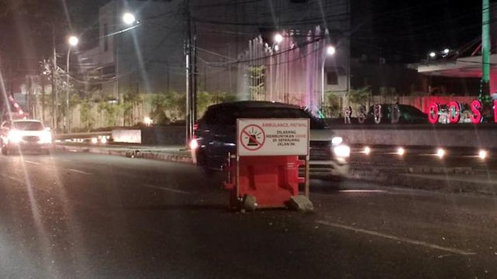 Papan larangan bunyikan sirine bagi ambulance dan patwal di Jl Bethseda, Kota Manado.