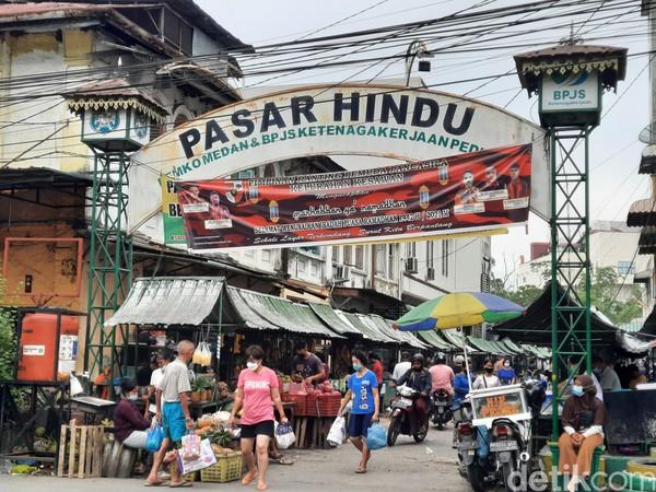 Kota Medan terkenal punya berbagai jenis pasar atau dalam bahasa lokal disebut pajak. Salah satu yang legendaris adalah Pasar Hindu.
