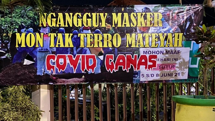Polda Jawa Timur mengerahkan pasukan dari berbagai satuan kerja untuk menekan lonjakan kasus COVID-19 di Bangkalan. Para personel ini disebar di empat kecamatan yang masuk zona merah.