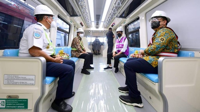 Presiden Jokowi menjajal LRT Jabodetabek / Muchlis - Biro Pers
