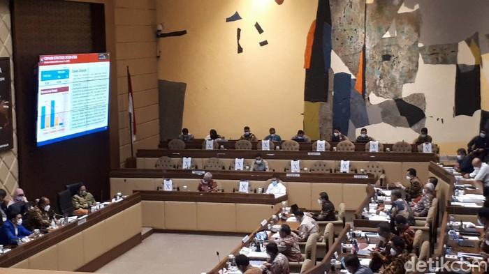Rapat kerja DKPP bersama Komisi II di Gedung DPR (Dwi Andayani/detikcom)