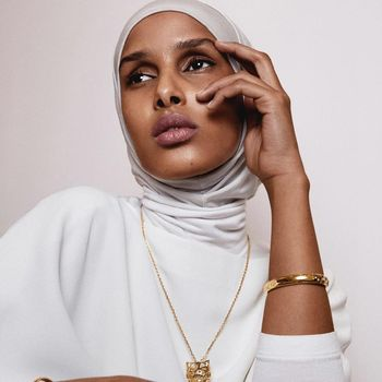 Rawdah Mohamed jadi editor fashion berhijab pertama di Vogue Skandinavia.