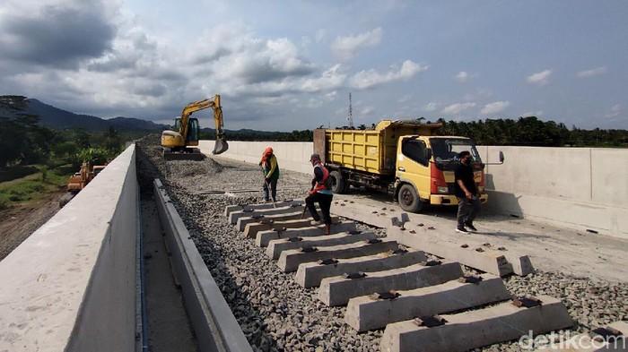 Pembangunan jalur kereta api (KA) Bandara Yogyakarta International Airport (YIA), Kulon Progo, DIY terus dikebut.