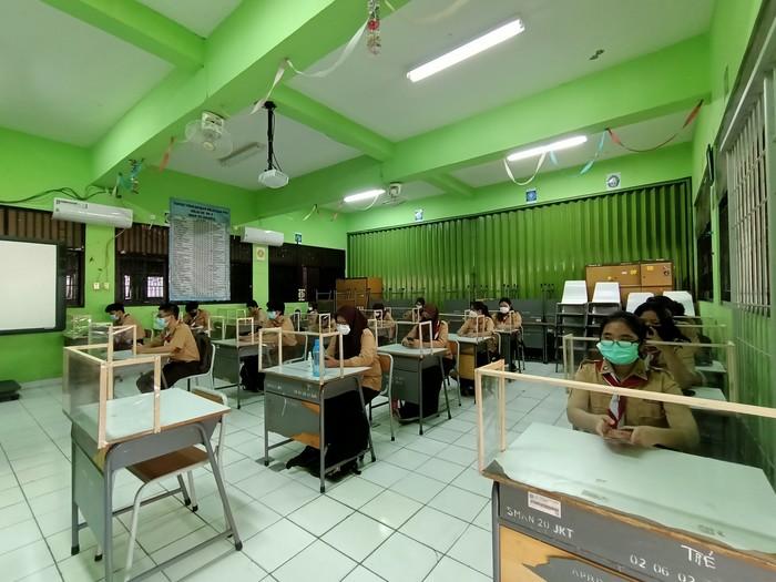 Suasana belajar tatap muka di SMAN 20 Jakarta (Karin-detikcom)