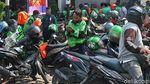 Tumpah Ruah Kerumunan Ojol Imbas BTS Meal di Bandung