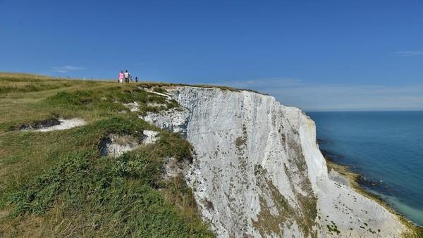 Disebut-sebut sebagai ikon, White Cliffs memang mempunyai pemandangan luar biasa.(VisitKent/NationalTrust)
