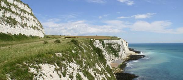 Pantai tersebut bernama White Cliffs of Dover. Pantai ini menjadi milik Kementerian Pertahanan Inggris.(VisitKent/NationalTrust)