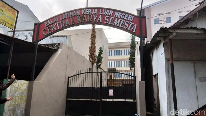 5 calon TKW kabur dan loncat dari tempat penampungan di Kota Malang. Mereka kabur menggunakan kain selimut yang dililitkan ke tembok balai pelatihan kerja.