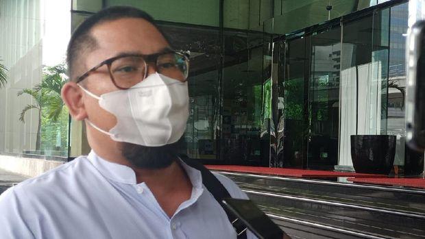 Agustri Yogasmara alias Yogas melaporkan 2 penyidik bansos Corona ke Dewas KPK