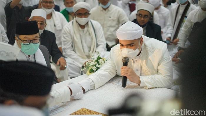 Putra kedua almarhum Ustaz Arifin Ilham, Ameer Azzikra resmi menikah