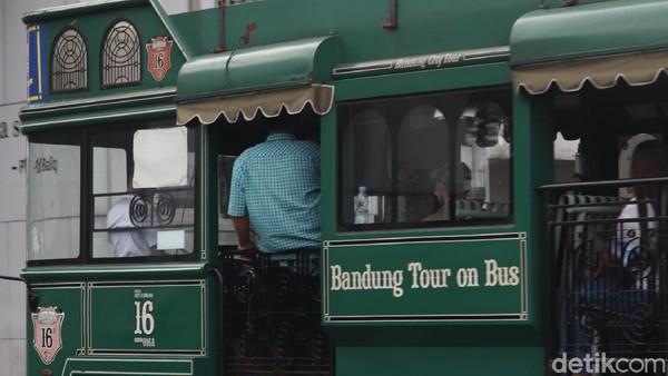 Ada berbagai pilihan rute, yaitu wisata belanja atau menuju ke tempat-tempat kuliner. Selama kurang lebih 45 menit, traveler akan diajak menjelajahi kota Bandung. (Wisma Putra/detikTravel)