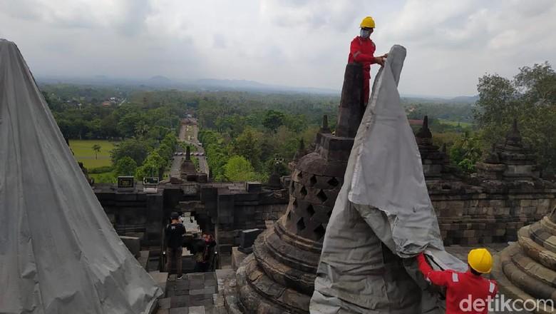 Pembukaan terpaulin Candi Borobudur sejak Rabu kemarin (9/6).