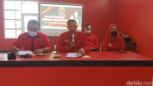 DPC PDIP Banjarnegara jumpa pers dukungan terhadap Puan Maharani maju capres di Pilpres 2024, Kamis (10/6/2021).
