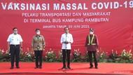 Bersama Anies, Jokowi Cek Vaksinasi Corona di Terminal Kp Rambutan