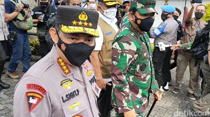 Kapolri Jenderal Listyo Sigit Prabowo dan Panglima TNI Marsekal Hadi Tjahjanto meninjau vaksinasi COVID-19 di Kediri. Apa pesan dan harapan mereka?