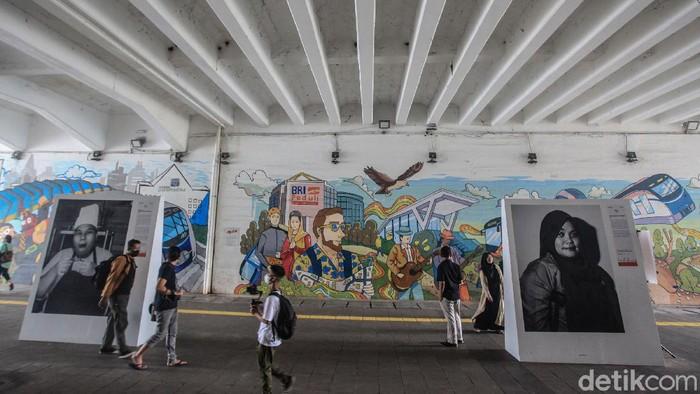 Pameran foto bagian dari 'Jakpreneur Fest' digelar di terowongan Jl Kendal, Jakarta. Pameran foto dengan genre foto portrait tersebut menampilkan 6 pejuang UMKM dengan kisah inspirasinya.