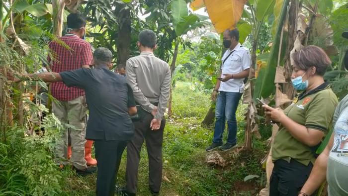 Lokasi penemuan jasad bayi di sebuah kebun kosong Kota Bekasi, Jabar