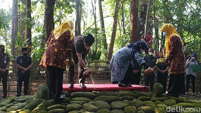 Melihat tradisi ziarah makam bupati terdahulu Ciamis