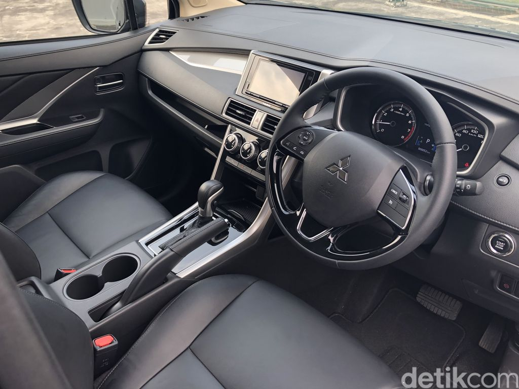 Mitsubishi memperbarui Xpander Cross Rockford Fosgate Black Edition 2021