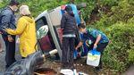Mobil Pusling Angkut Vaksin Terguling di Blitar