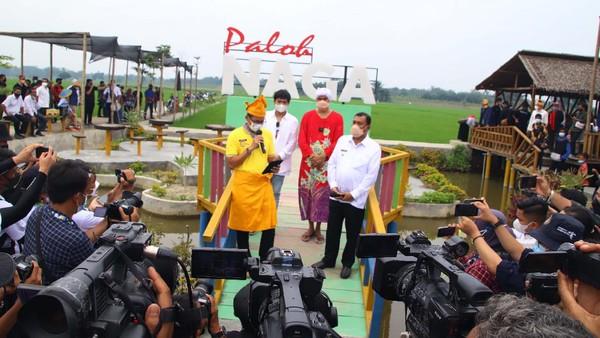 Kedatangan Sandiaga Uno dalam rangkaian sosialisasi acara Anugerah Desa Wisata Indonesia 2021 yang dimulai 22 Mei 2021 sampai 25 Juni 2021 mendatang.