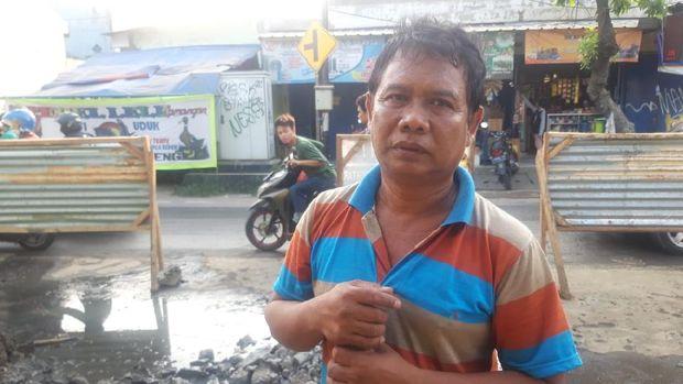 Paklan, warga Cakung Barat yang sempat terdampak gangguan air PAM.