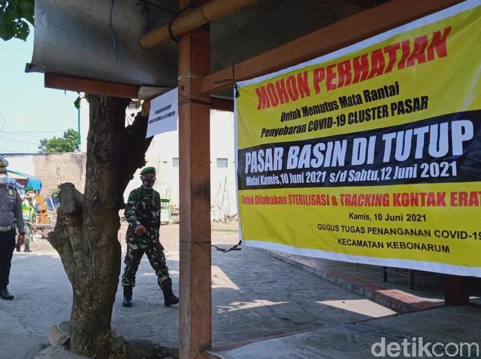 Pasar Basin, Klaten ditutup dan dipatroli Satgas COVID-19, Kamis (10/6/2021).