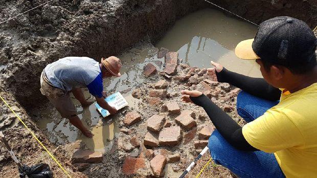 Penemuan benda kuno di Indramayu